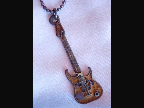 guitar3james_marsters.jpg